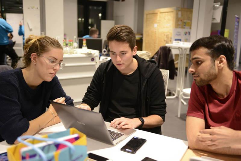 Merck sucht mit Hackathon nach Bots für einen smarten Arbeitsalltag